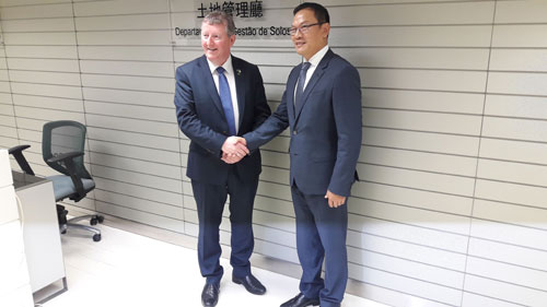 Minister Canney meets with Mr Huang Rong