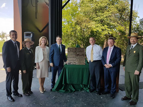 Minister of State, Seán Canney T.D. presents commemorative plaque for Washington Monument.